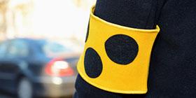 Gelbe Armbinde für Blinde und Sehbehinderte